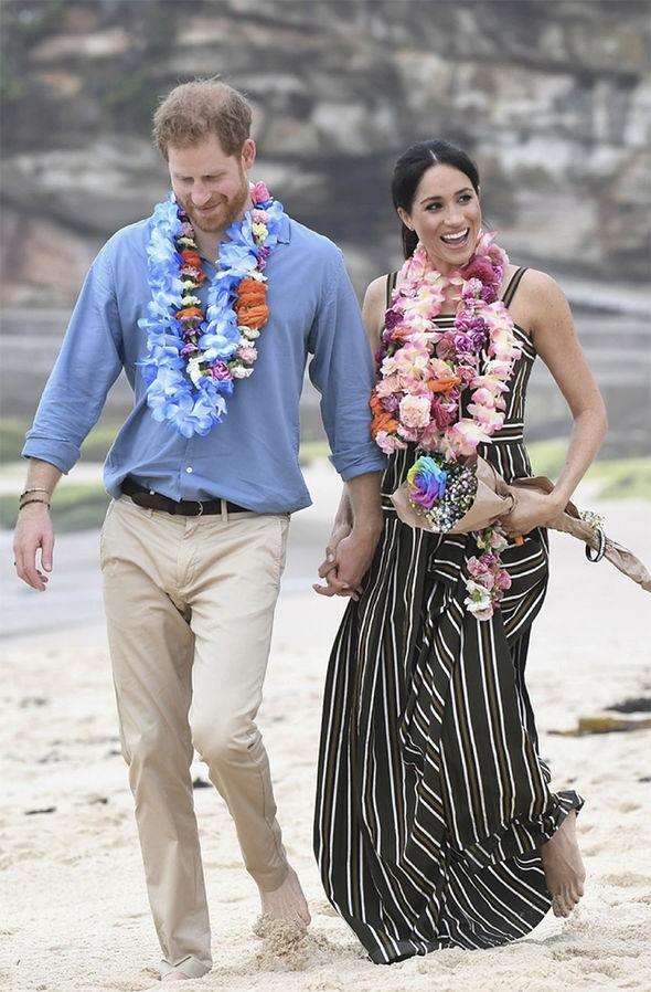 Meghan táo bạo mặc váy maxi ra biển, thậm chí phá vỡ quy tắc hoàng gia mà đến Công nương Diana còn phải kiêng dè-3