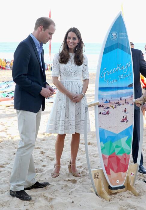 Meghan táo bạo mặc váy maxi ra biển, thậm chí phá vỡ quy tắc hoàng gia mà đến Công nương Diana còn phải kiêng dè-4