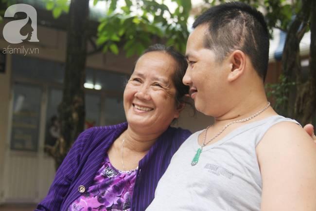 Nụ cười hạnh phúc của mẹ: 33 tuổi, đứa con trai đã biết nói, biết đi sau khi được ông trời trả lại-6