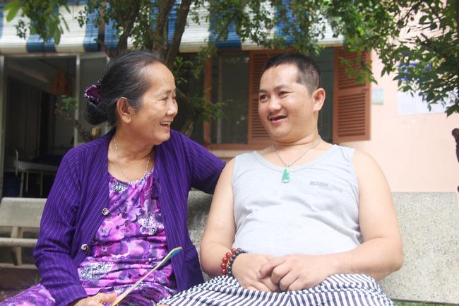 Nụ cười hạnh phúc của mẹ: 33 tuổi, đứa con trai đã biết nói, biết đi sau khi được ông trời trả lại-9