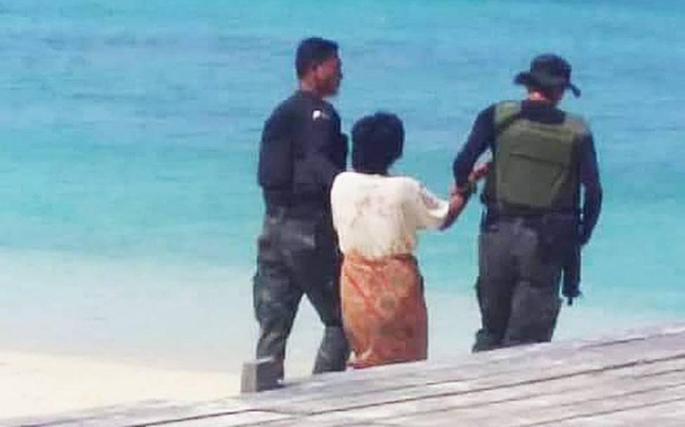 Nghe lời cầu cứu của người đàn ông toàn thân đầy máu, cảnh sát đến chứng kiến cảnh tượng kinh hoàng với 4 đứa trẻ-4