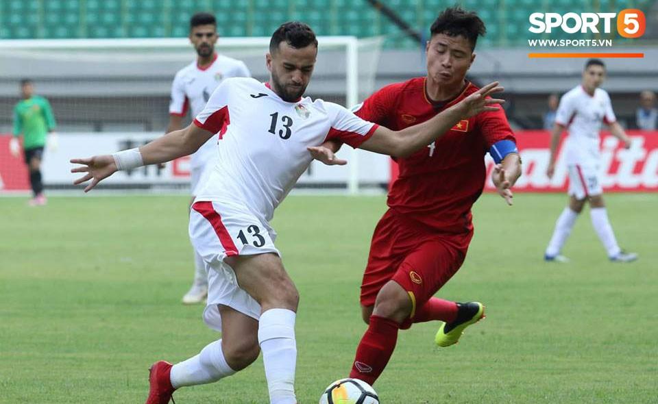 U19 Việt Nam 1-2 U19 Jordan: Hậu vệ U19 Việt Nam tức giận khi đội bạn thiếu fair-play-1