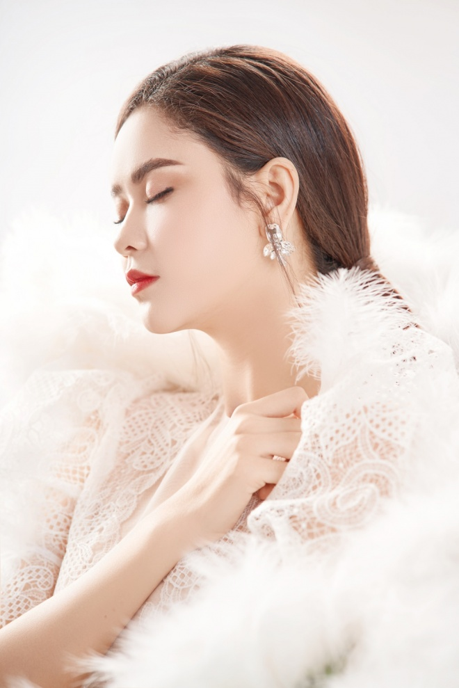 Trương Quỳnh Anh khoe vẻ đẹp mong manh gây thương nhớ nhân dịp 20/10-3