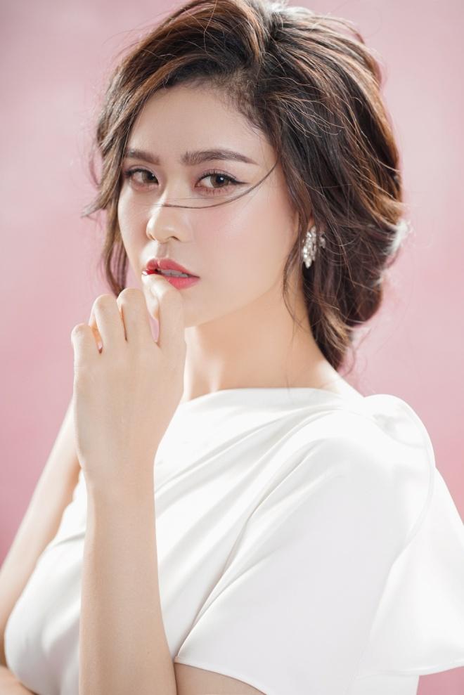 Trương Quỳnh Anh khoe vẻ đẹp mong manh gây thương nhớ nhân dịp 20/10-9