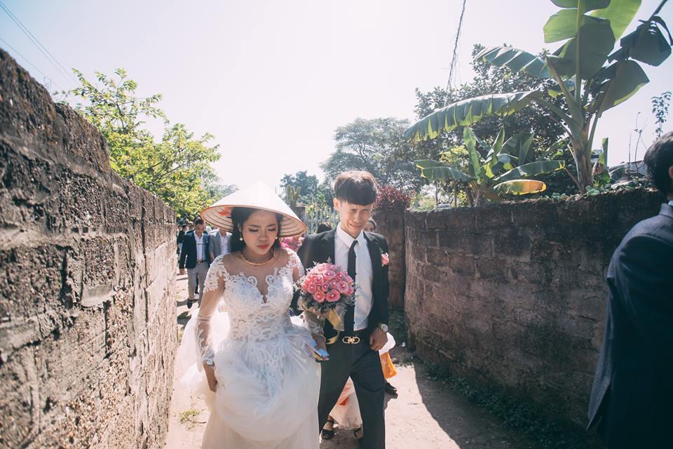 Chú rể mếu máo trong lễ rước dâu bất ngờ lộ ảnh mặt sưng húp, nghi bị vợ đánh khi vừa cưới được vài ngày?-2