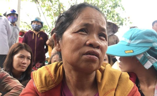 Vụ gia đình 4 người treo cổ tử vong: Cha già chết lặng chứng kiến 4 chiếc quan tài trong căn nhà xây dở-2