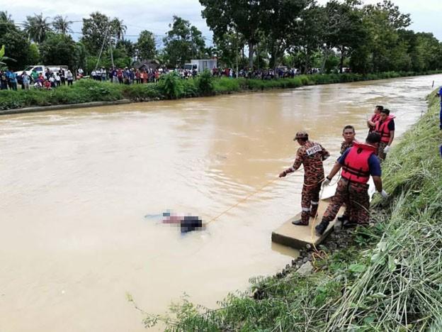 Cả gia đình nhảy sông tự tử, con trai cả thay đổi ý định phút chót, lên bờ kể lý do khiến mọi người sốc-2