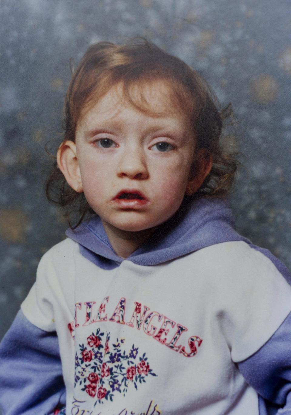 13 án chung thân cho nữ y tá tử thần giết hại hàng loạt đứa trẻ vô tội gây rúng động nước Anh 27 năm trước-5