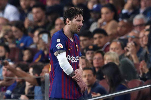 Messi gãy tay rùng rợn sau pha tiếp đất lỗi, băng bó ngay trên sân và chắc chắn vắng mặt ở trận Siêu kinh điển-7