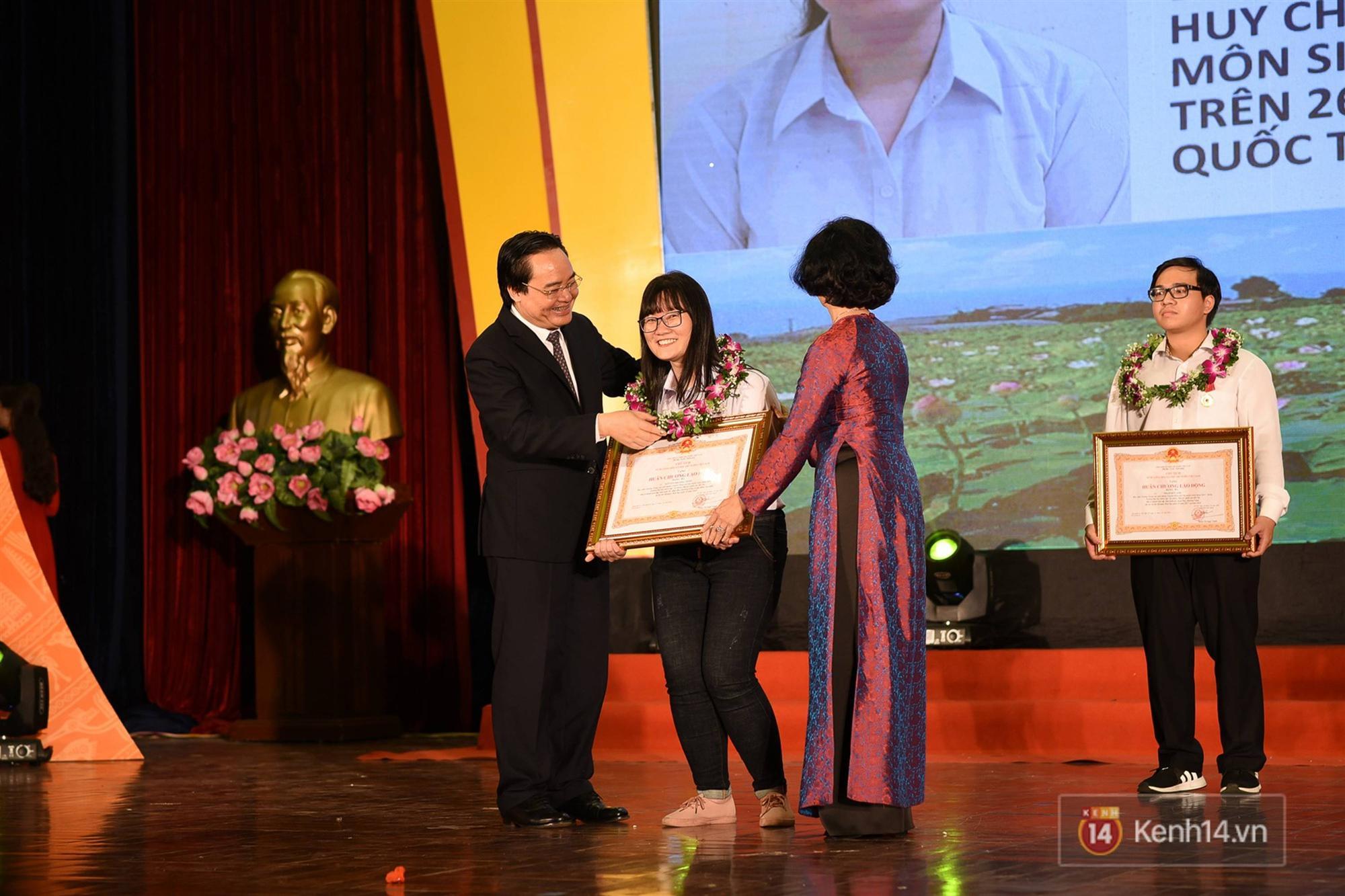 Nữ sinh 2000 giành HCV Olympic Sinh học Quốc tế, đạt kỷ lục thí sinh có điểm thi cao nhất thế giới: Ba lô đến trường nặng 8kg toàn là sách vở-3