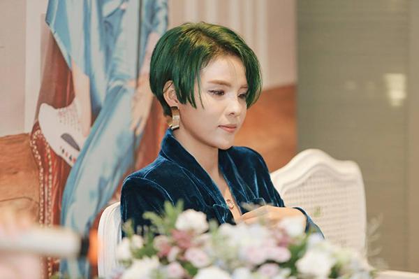 Vũ Cát Tường dính nghi vấn dao kéo bởi gương mặt như copy paste với Kỳ Duyên, Hồ Quỳnh Hương-2