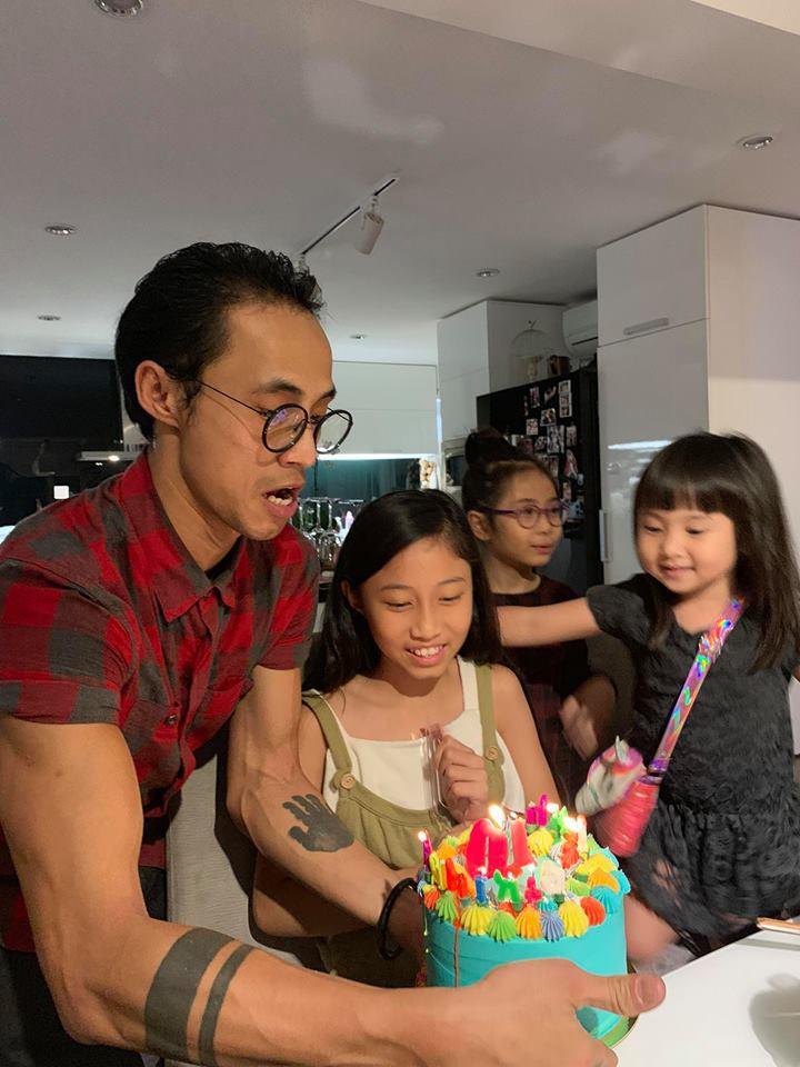Vợ chồng Hà Tăng sóng đôi xuất hiện, mang món quà đặc biệt đến chúc mừng sinh nhật con gái Phạm Anh Khoa-1