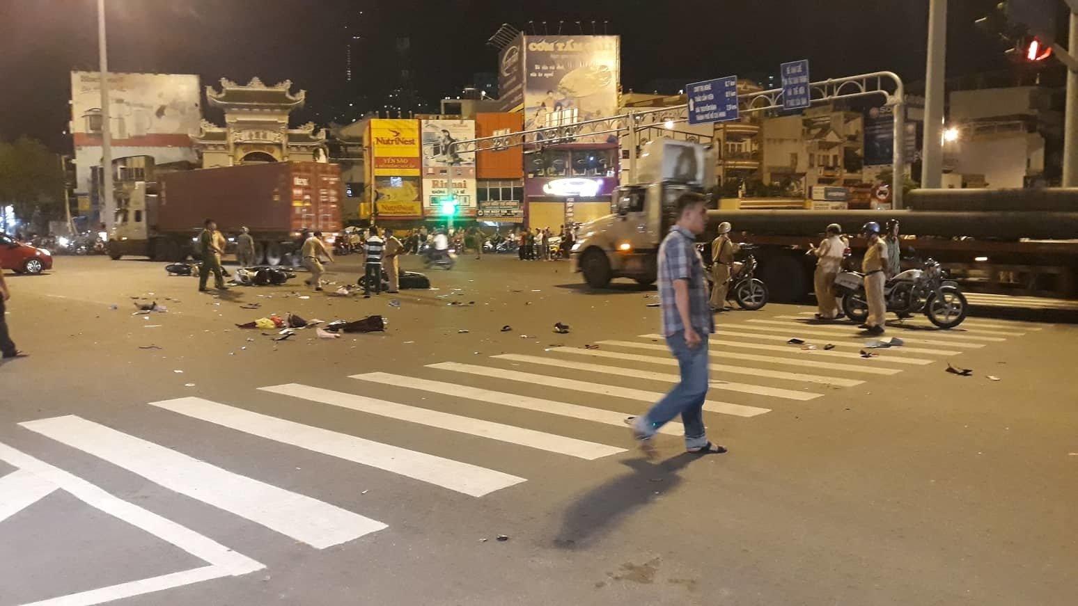 Nữ tài xế BMW tông 5 xe máy ở vòng xoay Sài Gòn, 1 người tử vong-2