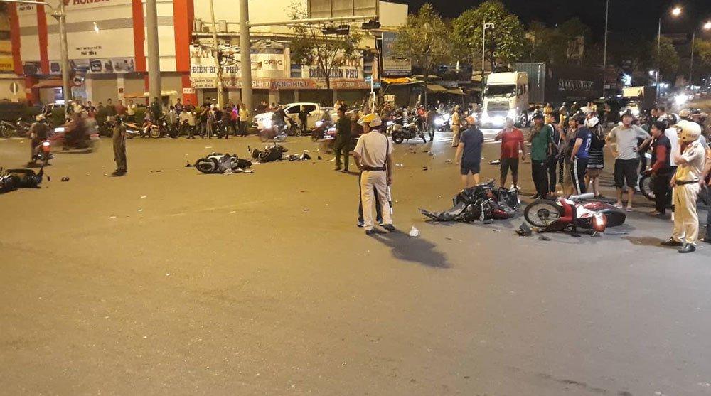 Nữ tài xế BMW tông 5 xe máy ở vòng xoay Sài Gòn, 1 người tử vong-3