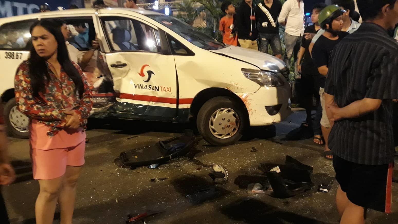 Nữ tài xế BMW tông 5 xe máy ở vòng xoay Sài Gòn, 1 người tử vong-4