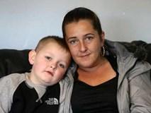 Con trai liên tục đau bụng nhưng bác sĩ nói táo bón, linh cảm của mẹ đã cứu sống con