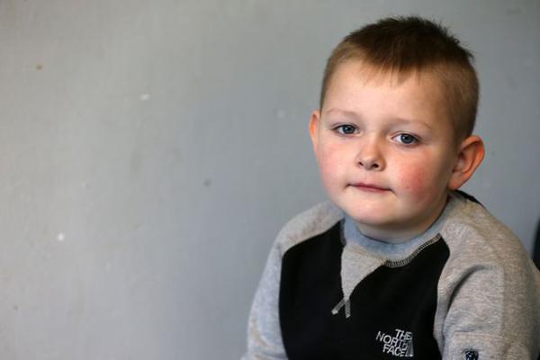 Con trai liên tục đau bụng nhưng bác sĩ nói táo bón, linh cảm của mẹ đã cứu sống con-1