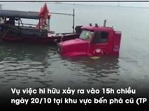 Xe container trượt bánh lao mình 'tắm' dưới vịnh Hạ Long