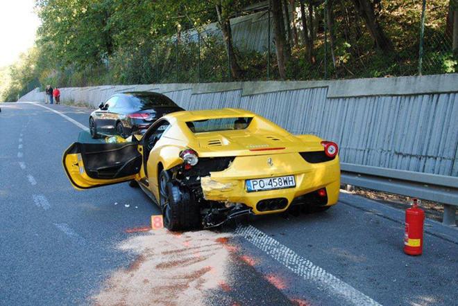 Đua với Ferrari, tài xế Porsche Cayenne gây tai nạn chết người-2