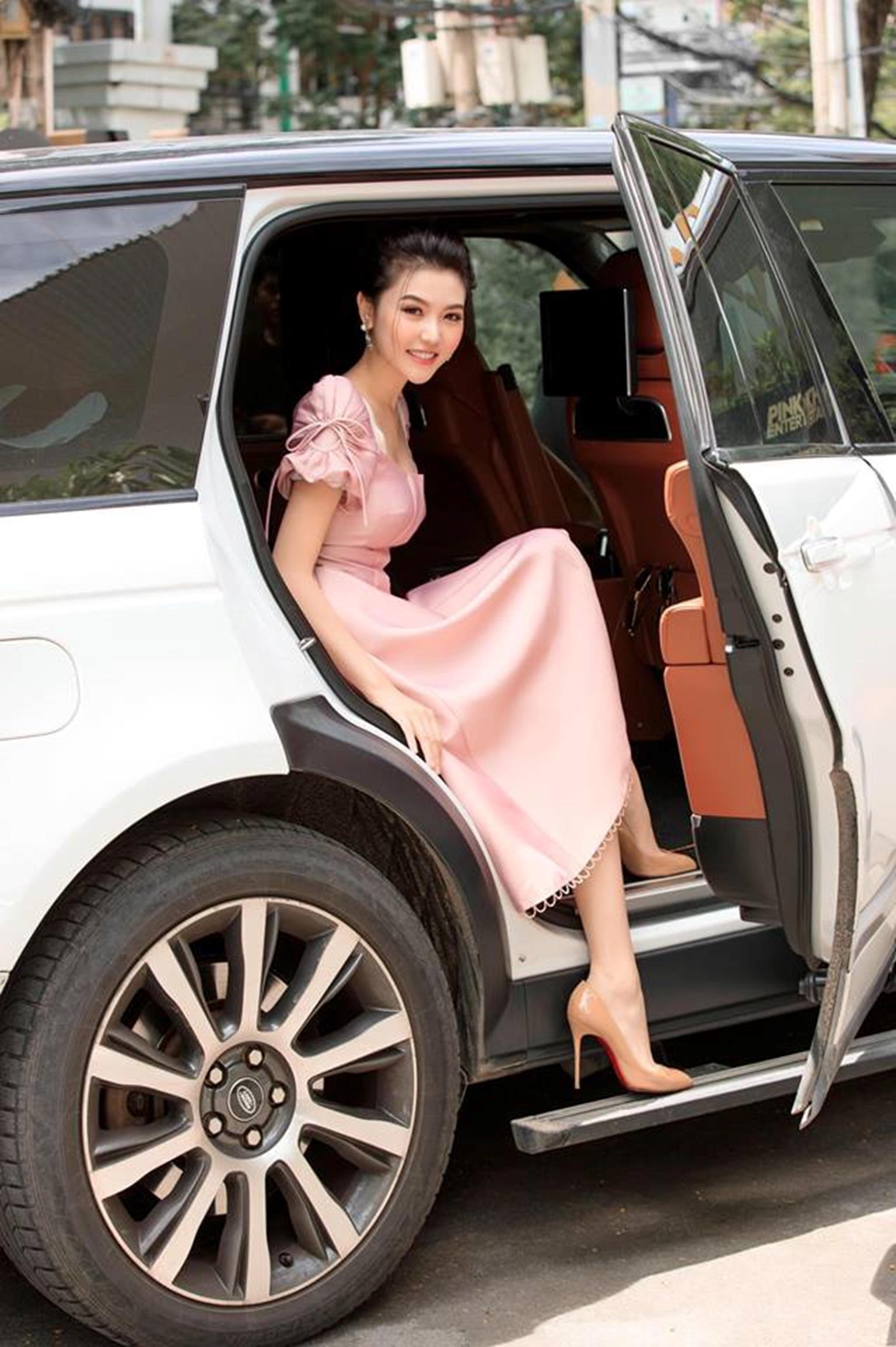 Mỹ nữ Vũng Tàu đi xe 70 tỷ mặc đẹp tựa công chúa gây thương nhớ-8