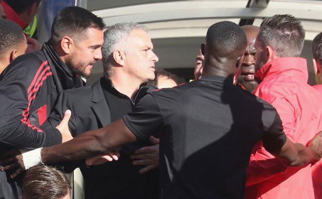 Đằng sau cú đúp kỳ diệu của Martial là một Mourinho vẫn đang lạc lối-1