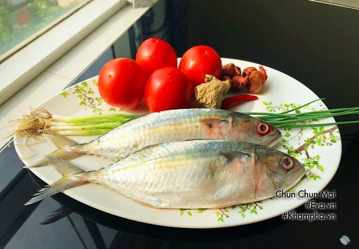 Cá bạc má kho cà chua đậm đà, béo ngậy chưa kịp ăn thêm nồi cơm đã hết veo-1