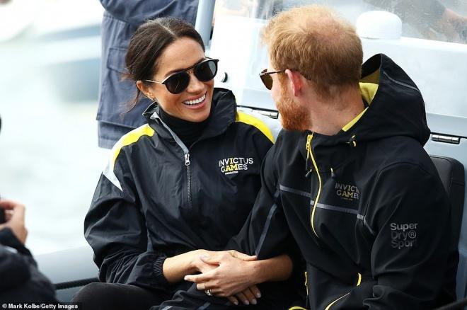 Hoàng tử Harry hé lộ Công nương Meghan Markle đang mang bầu bé gái?-3