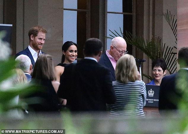 Hoàng tử Harry hé lộ Công nương Meghan Markle đang mang bầu bé gái?-4