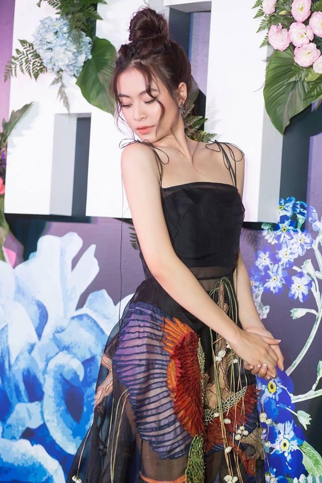 Mặc váy lộ nội y lại còn pha họa tiết nhìn gà hóa cuốc, Hoàng Thùy Linh bị chê tả tơi vì ăn mặc phản cảm-4