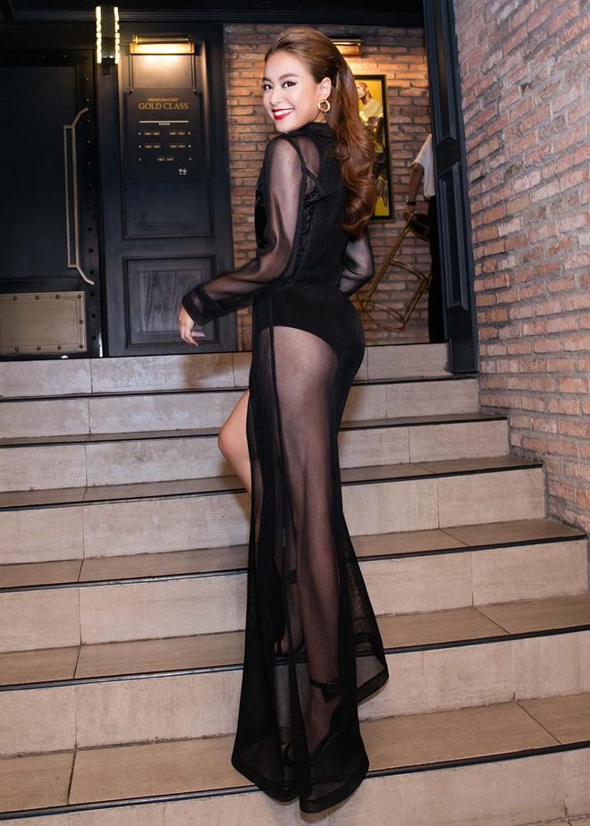 Mặc váy lộ nội y lại còn pha họa tiết nhìn gà hóa cuốc, Hoàng Thùy Linh bị chê tả tơi vì ăn mặc phản cảm-7