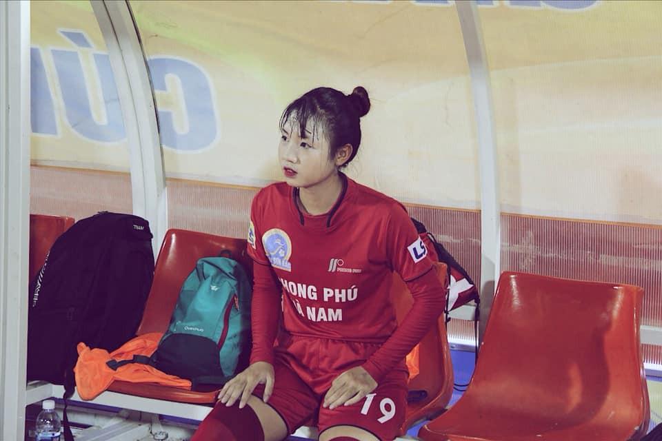 Nữ cầu thủ U19 Việt Nam khiến khán giả thốt lên: Chỉ là đá bóng thôi, có cần phải xinh vậy không?-2