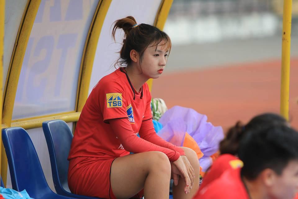 Nữ cầu thủ U19 Việt Nam khiến khán giả thốt lên: Chỉ là đá bóng thôi, có cần phải xinh vậy không?-3