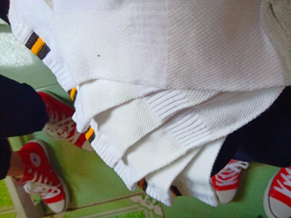 Xôn xao bức ảnh lớp học rich kids tặng 20/10 các bạn nữ mỗi người một đôi giày Converse-2