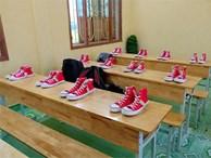 Xôn xao bức ảnh lớp học rich kids tặng 20/10 các bạn nữ mỗi người một đôi giày Converse