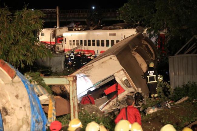 Lật tàu hỏa ở Đài Loan: Tất cả hành khách được sơ tán trong đêm-2
