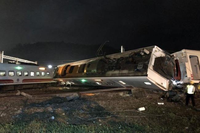 Lật tàu hỏa ở Đài Loan: Tất cả hành khách được sơ tán trong đêm-1