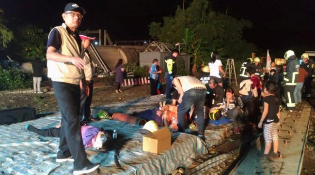 Lật tàu hỏa ở Đài Loan: Tất cả hành khách được sơ tán trong đêm-3