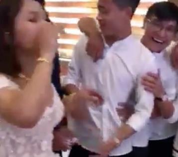 Cô dâu Nghệ An uống hết 8 chén rượu để nhận phong bì mừng cưới-1