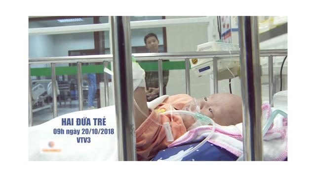 Phút đoàn tụ đẫm nước mắt của 2 con trai nạn nhân vụ cháy ở Đê La Thành-2