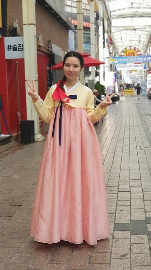 Vợ kém 14 tuổi xinh đẹp của MC Anh Tuấn: Cuộc sống sang chảnh, đi khắp thế giới-8