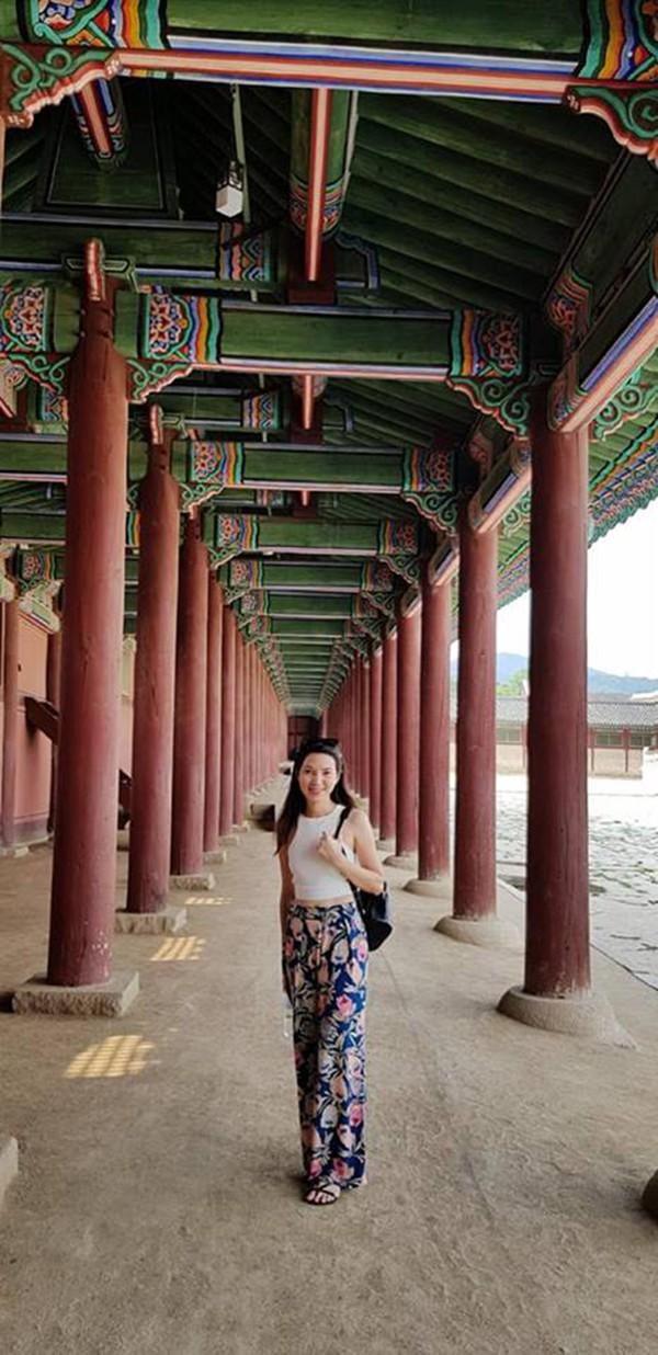 Vợ kém 14 tuổi xinh đẹp của MC Anh Tuấn: Cuộc sống sang chảnh, đi khắp thế giới-10