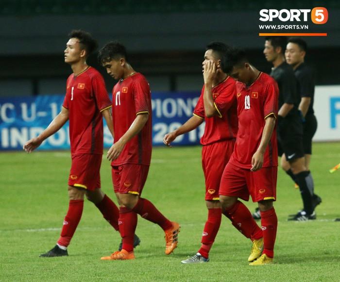 Quá buồn bã, U19 Việt Nam giam mình trong khách sạn vào buổi sáng đầu tiên sau khi bị loại khỏi giải U19 châu Á-1