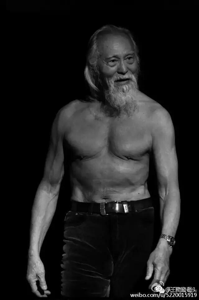 Cuộc đời hạnh phúc bao người thèm khát của cụ ông nóng bỏng nhất TQ ở tuổi 80-1