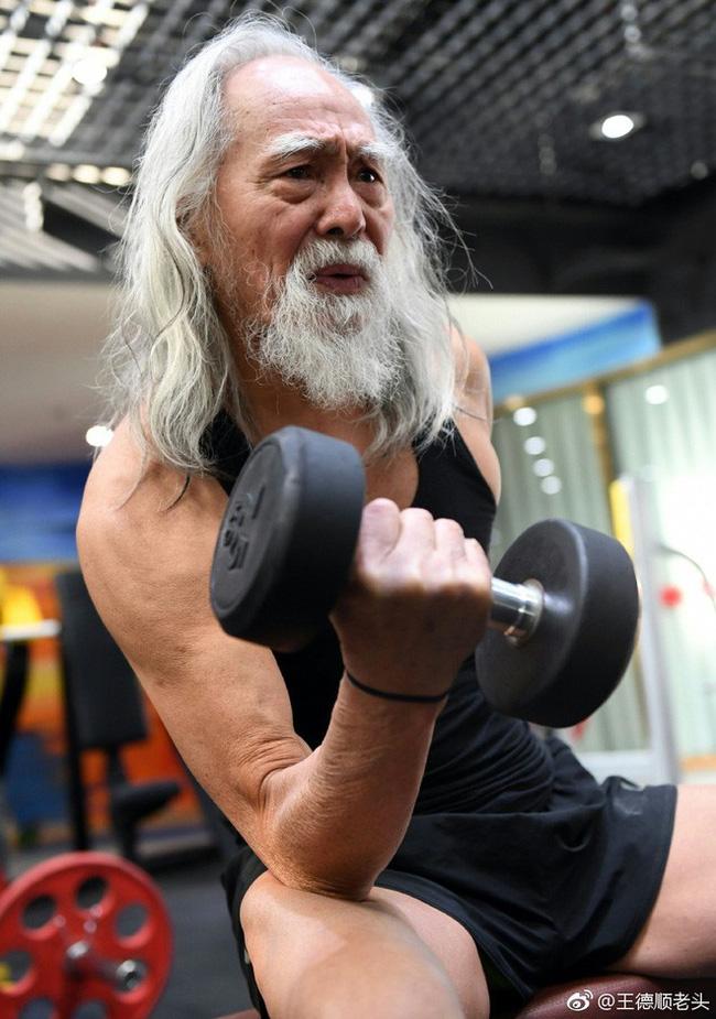 Cuộc đời hạnh phúc bao người thèm khát của cụ ông nóng bỏng nhất TQ ở tuổi 80-9