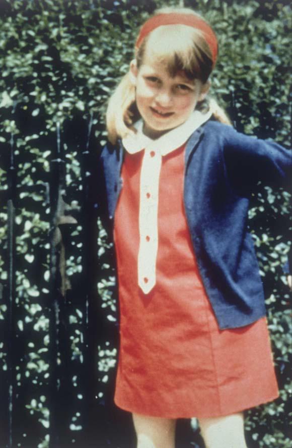 Tuổi thơ chứng kiến bố đánh mẹ, cuộc sống ngập nước mắt của Công nương Diana-1