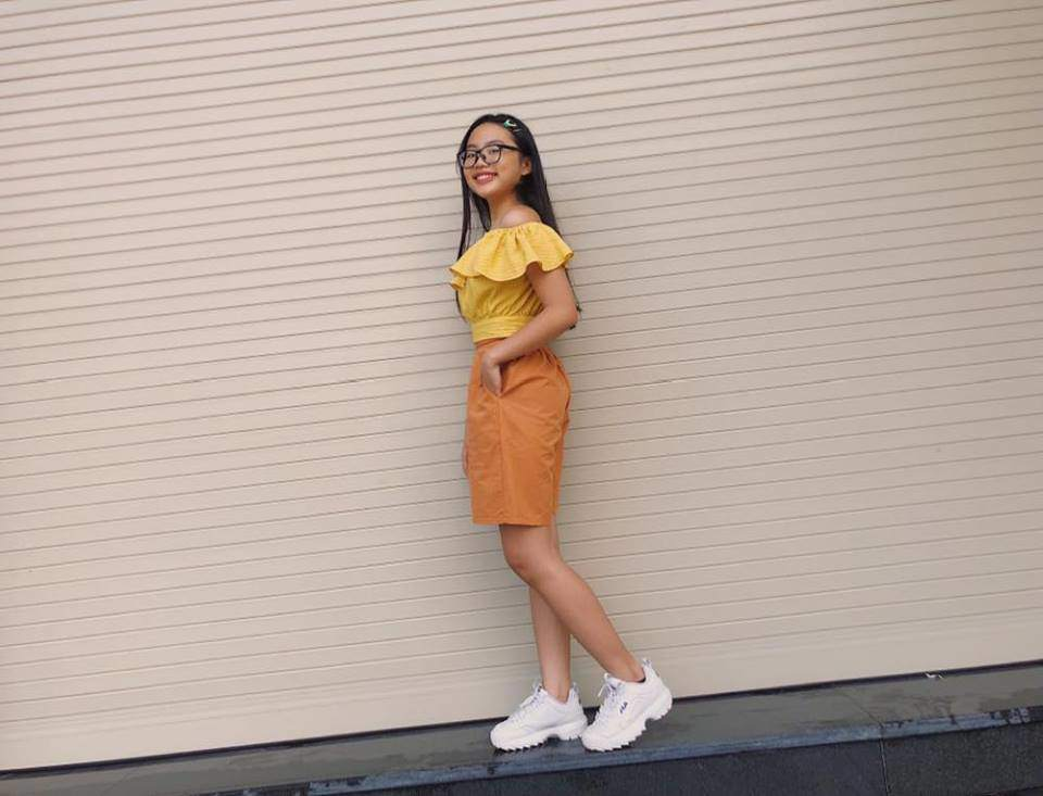 Phương Mỹ Chi mặc áo trễ vai gợi cảm, tạo dáng chất lừ khó nhận ra-5