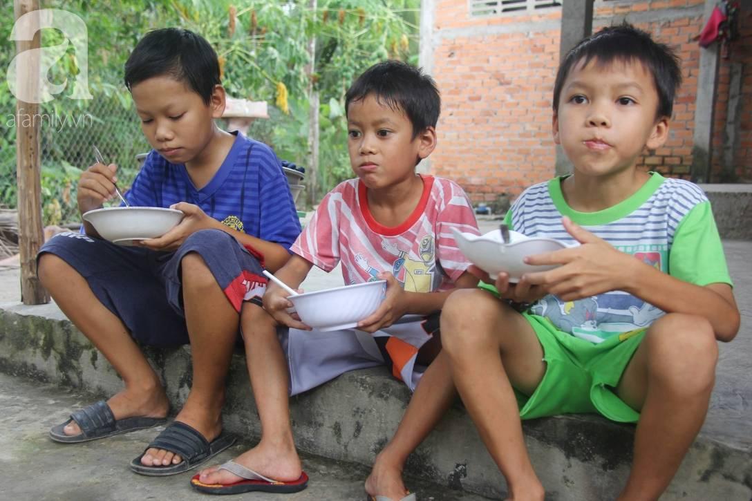 4 đứa trẻ mồ côi cha, ốm trơ xương vì đói ăn bên bà nội già yếu sau khi mẹ bỏ đi lấy chồng mới-2