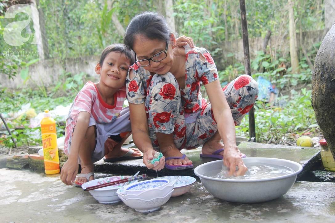 4 đứa trẻ mồ côi cha, ốm trơ xương vì đói ăn bên bà nội già yếu sau khi mẹ bỏ đi lấy chồng mới-3