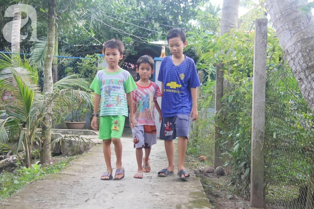 4 đứa trẻ mồ côi cha, ốm trơ xương vì đói ăn bên bà nội già yếu sau khi mẹ bỏ đi lấy chồng mới-4