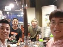 Tuấn Anh tận tay chuẩn bị đồ ăn cho Văn Thanh, Đức Lương tại Hàn Quốc